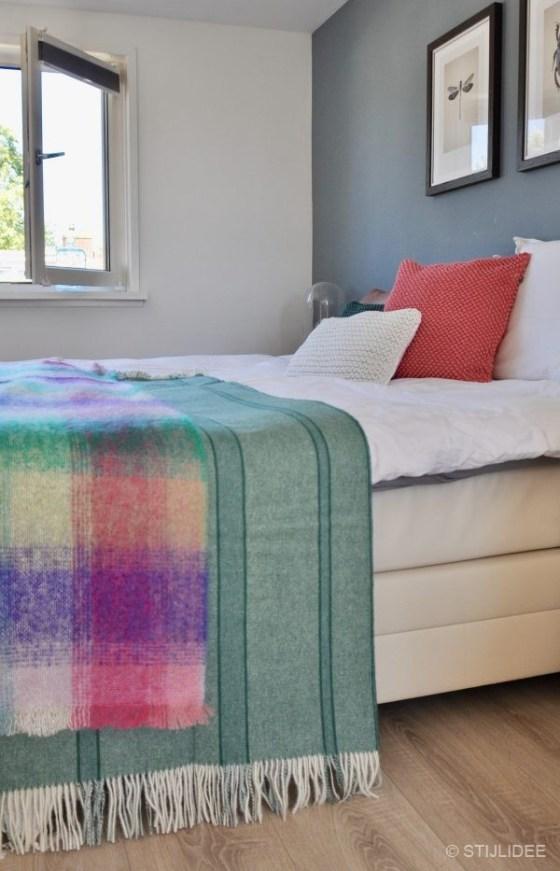STIJLIDEE STYLINGTIP: Haal de zomer in je slaapkamer met kussens en plaids in zomerse kleuren   STIJLIDEE Interieuradvies en Styling