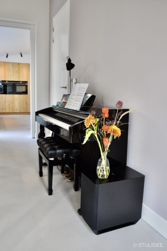 Binnenkijken in ... de woonkamer, keuken en hal van een nieuwbouw stadswoning in moderne design stijl in Utrecht na STIJLIDEE Interieuradvies, Kleuradvies en Styling