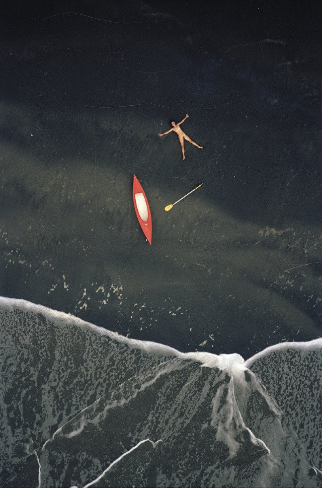 Aerial Nudes foto's woman canoe