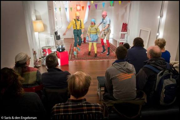 Stijlmagazine-Anouk Janssen-voorstelling in woonkamer