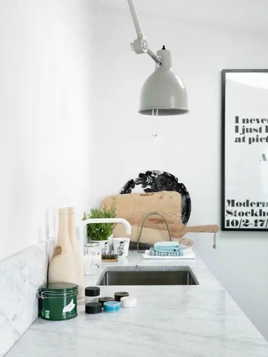 Interieur keuken styling met snijplanken stijlvol styling woonblog - Foto interieur decoratie ...