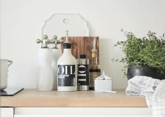 Interieur keuken styling met snijplanken stijlvol styling woonblog - Decoratie van keukens ...