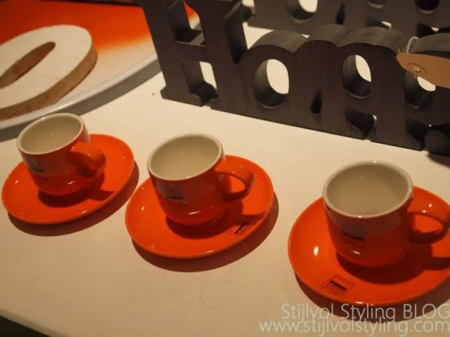 Kleur   Oranje in jouw interieur #koningsdag #wk #ek #interieur #wonen #inrichten #oranje #styling #feest #woonblog -www.stijlvolstyling.com