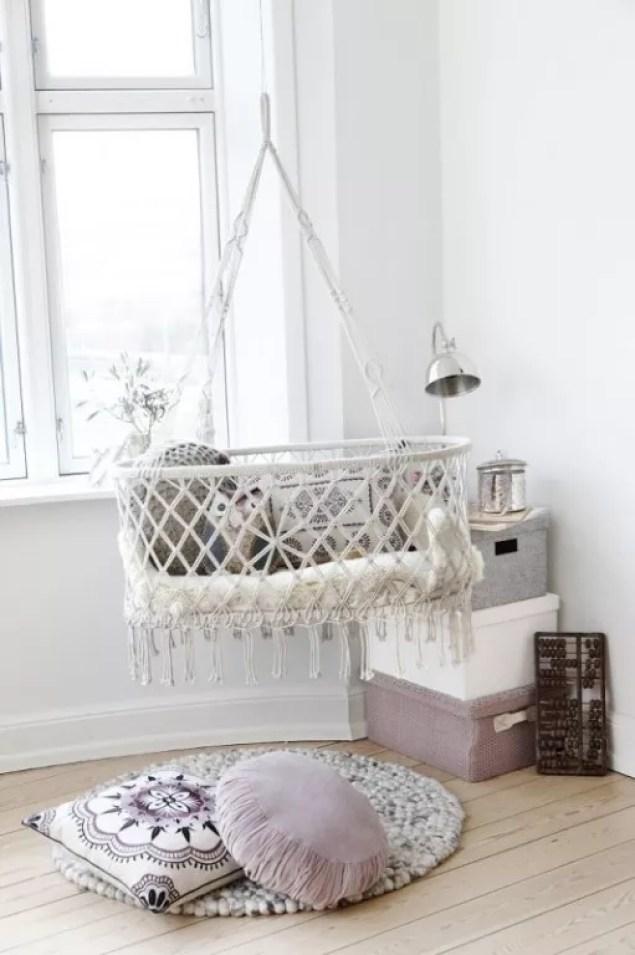 Babykamer in grijs en wit