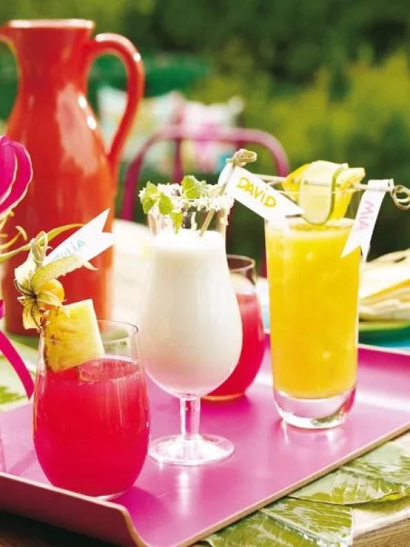 Buitenleven   Feest Styling   Zomers tuinfeest - tuinfeest aankleden in pastel, gedekte tuinafel