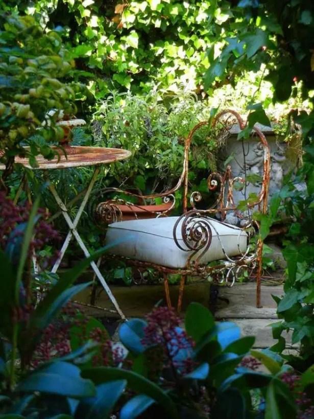 Buitenleven | Tuintrend de Biotope garden, ideale tuin voor natuurliefhebbers #Tuintrends #2014 #outdoor #furniture #green #wild #klimop
