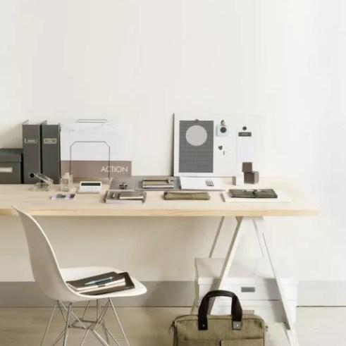 Interieur schragen onder jouw bureau of tafel stijlvol for Ladeblok voor op bureau