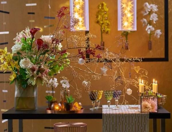 Kerst decoratie met planten en bloemen