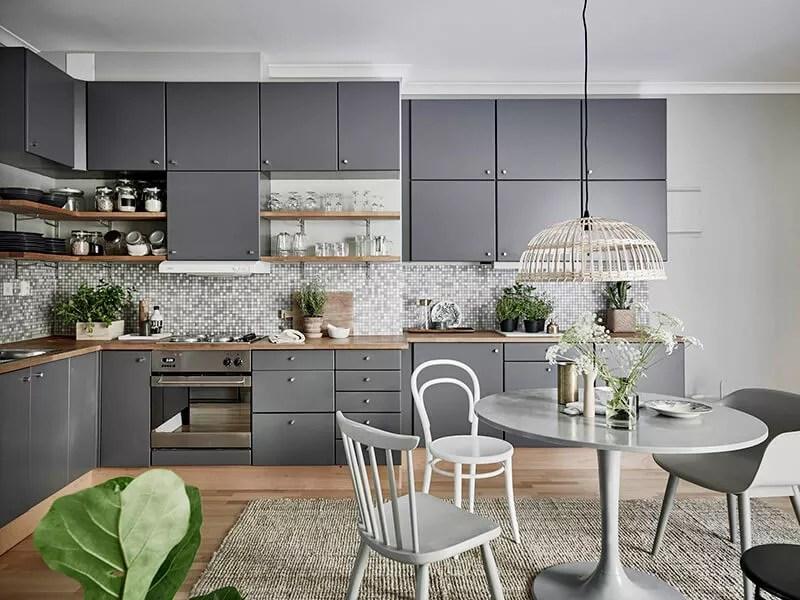 Witte Interieur Inrichting : Binnenkijken sfeervol interieur in grijs groen en wit