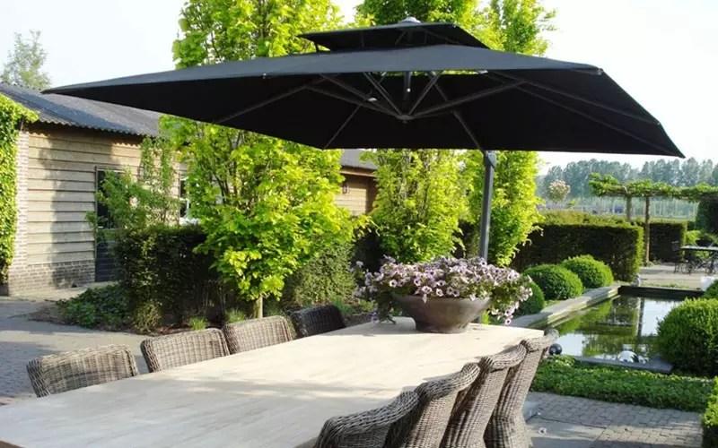 Buitenleven | Een stijlvol terras met de zweefparasol - Woonblog StijlvolStyling.com