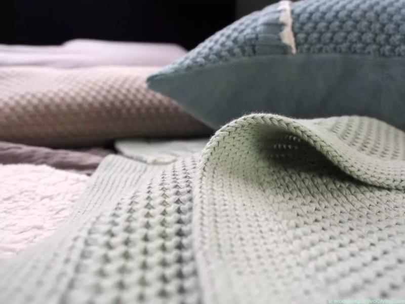 © Woonblog - StijlvolStyling.com | Ontwerp & styling SBZ Interieur Design | Koeka Home Slaapkamer Styling #KoekaHome #interieur #woonblog