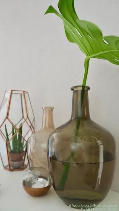 Groen wonen | Monstera bladeren zijn ware woontrend - Fotografie en interieur styling door woonblog StijlvolStyling.com by SBZ Interieur Design