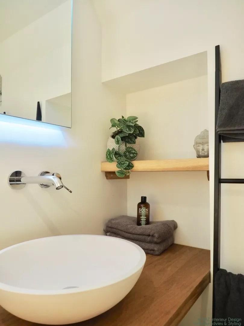 Interieur 10 Tips Om Je Kleine Badkamer Groter Te Laten Lijken Stijlvol Styling Woonblog Voel Je Thuis