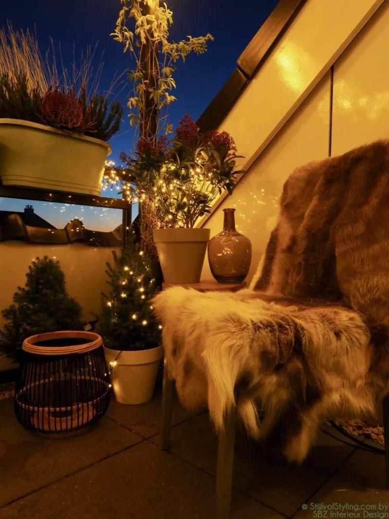 Kerstverlichting buiten balkon styling :: SBZ Interieur Design © StijlvolStyling.com - sbzinterieurdesign.nl