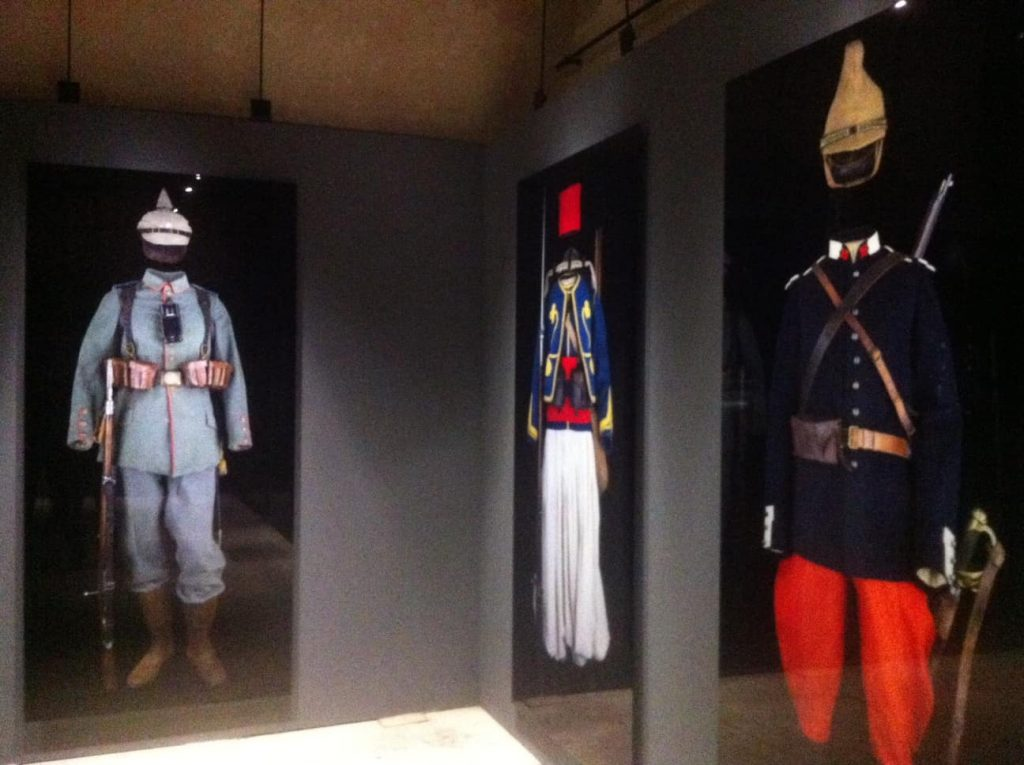 Military uniforms in the Arc de Triomphe