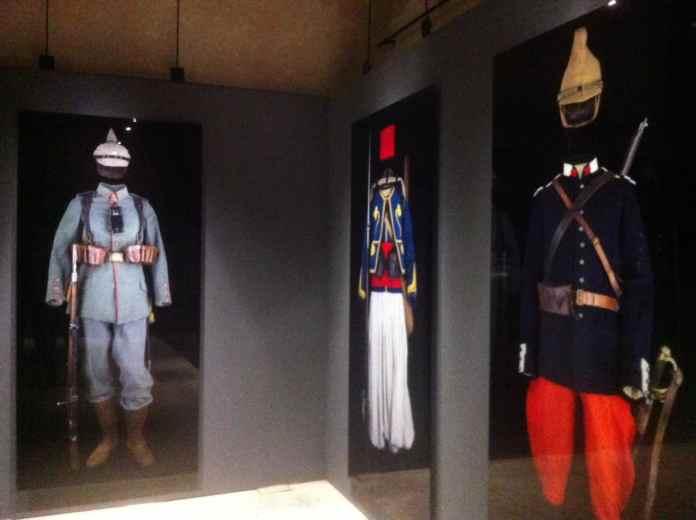 Military uniforms in the Arc de Triomphe