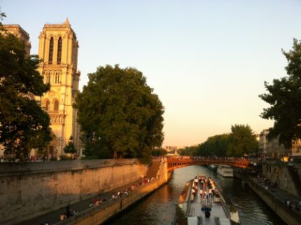 Sunset river cruise in Paris