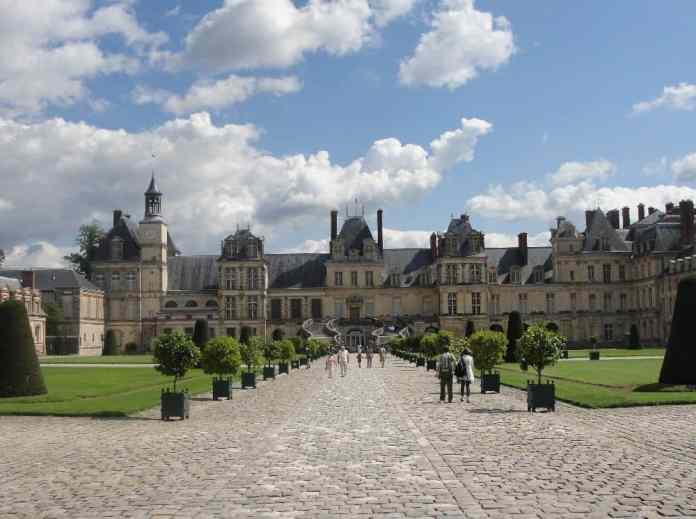 Excursion from Paris to Fontainebleau, Renaissance splendor