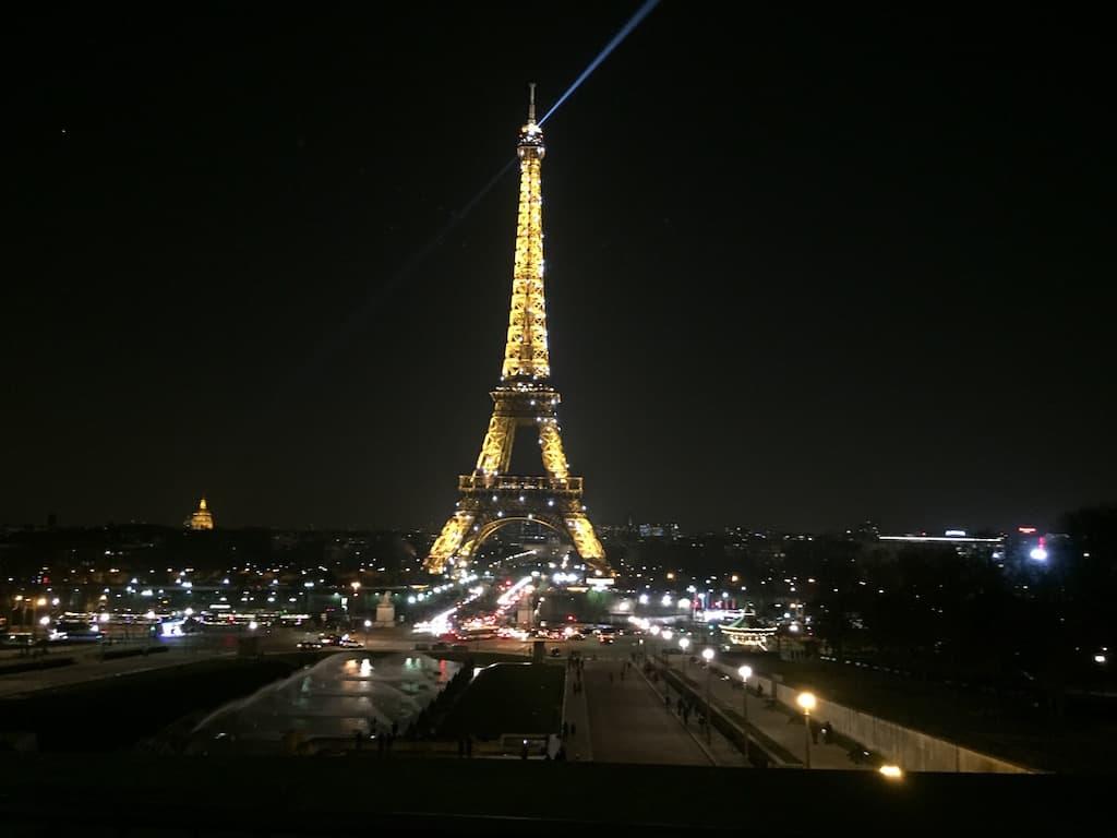 Eiffelturm bei Nacht in Paris