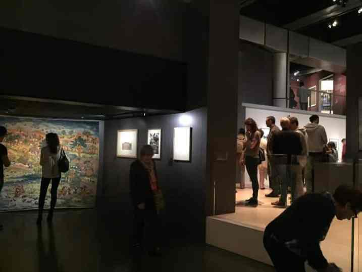 Exposición en el Instituto del Mundo Árabe de París por la Noche