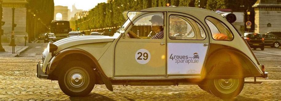 Romantischer Ausflug in Paris im 2CV Auto