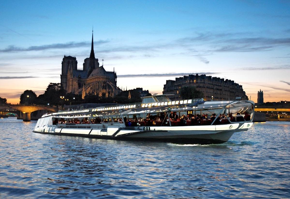 Bateaux Mouches donner Cruise