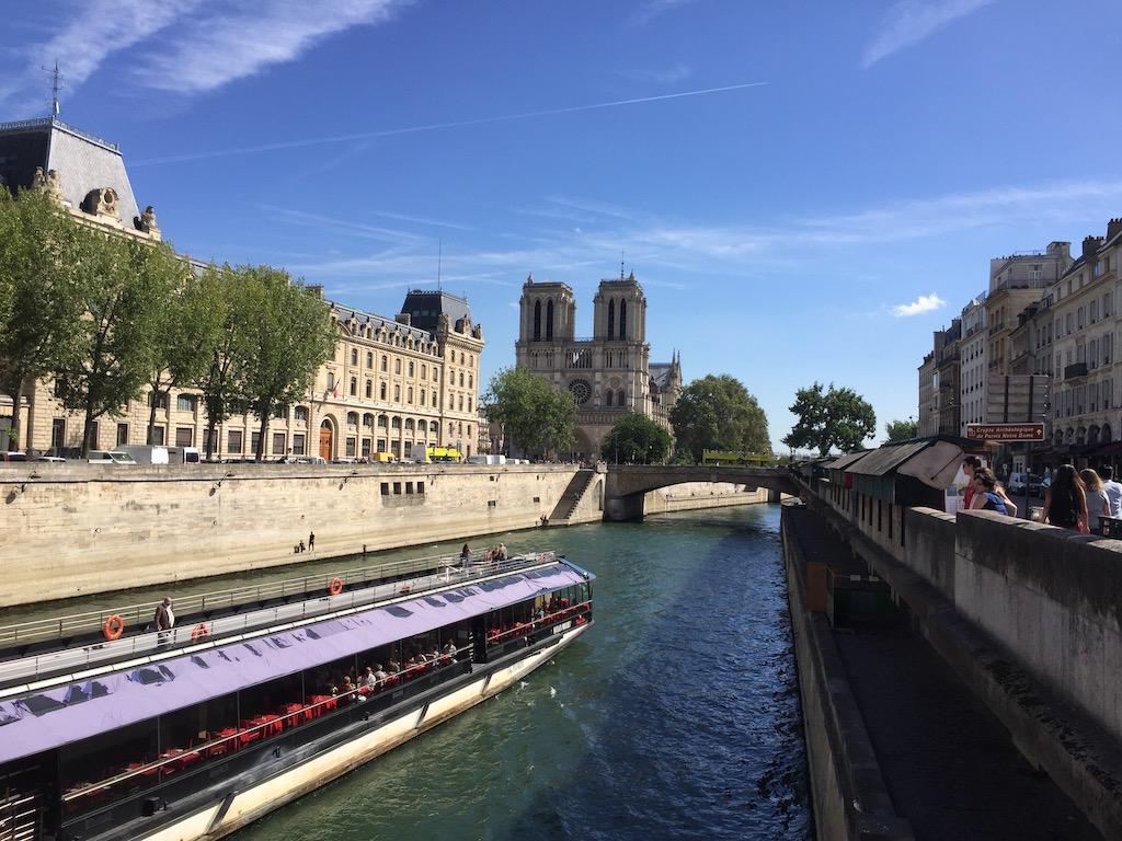 Lunch Cruise in Paris by Bateaux Parisiens