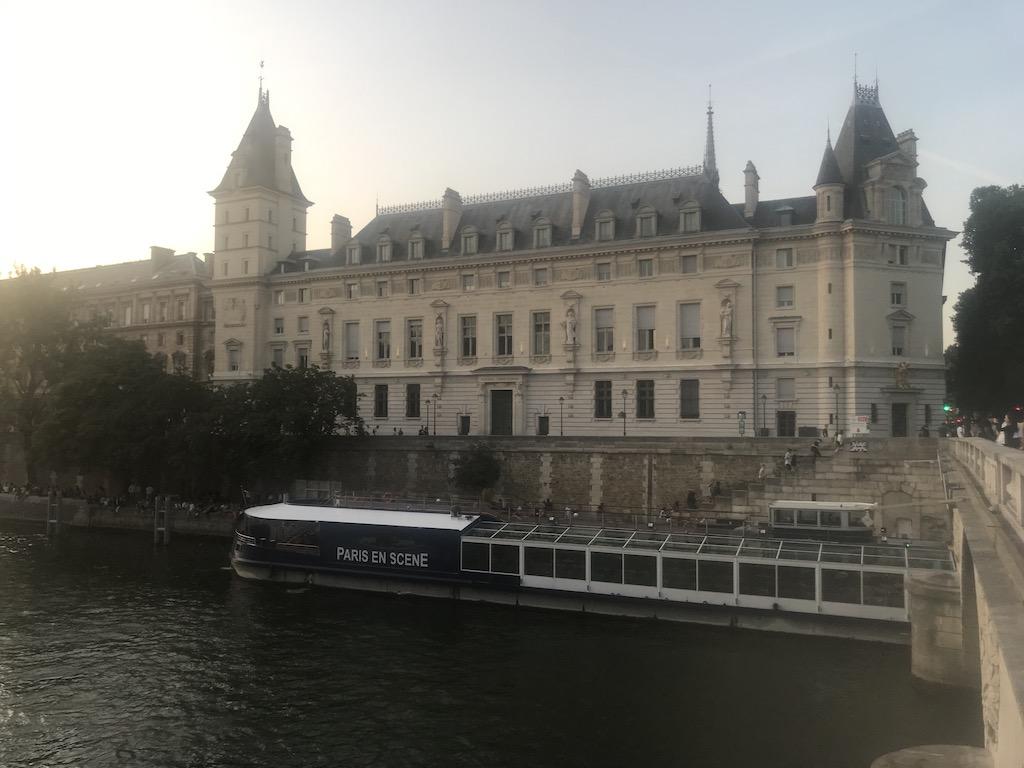Paris en Scene affordable cruise in Paris