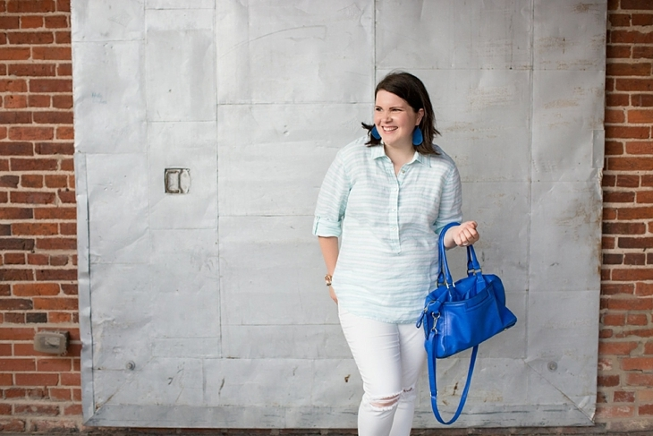 Vineyard vines linen tunic, white jeans, blue accessories
