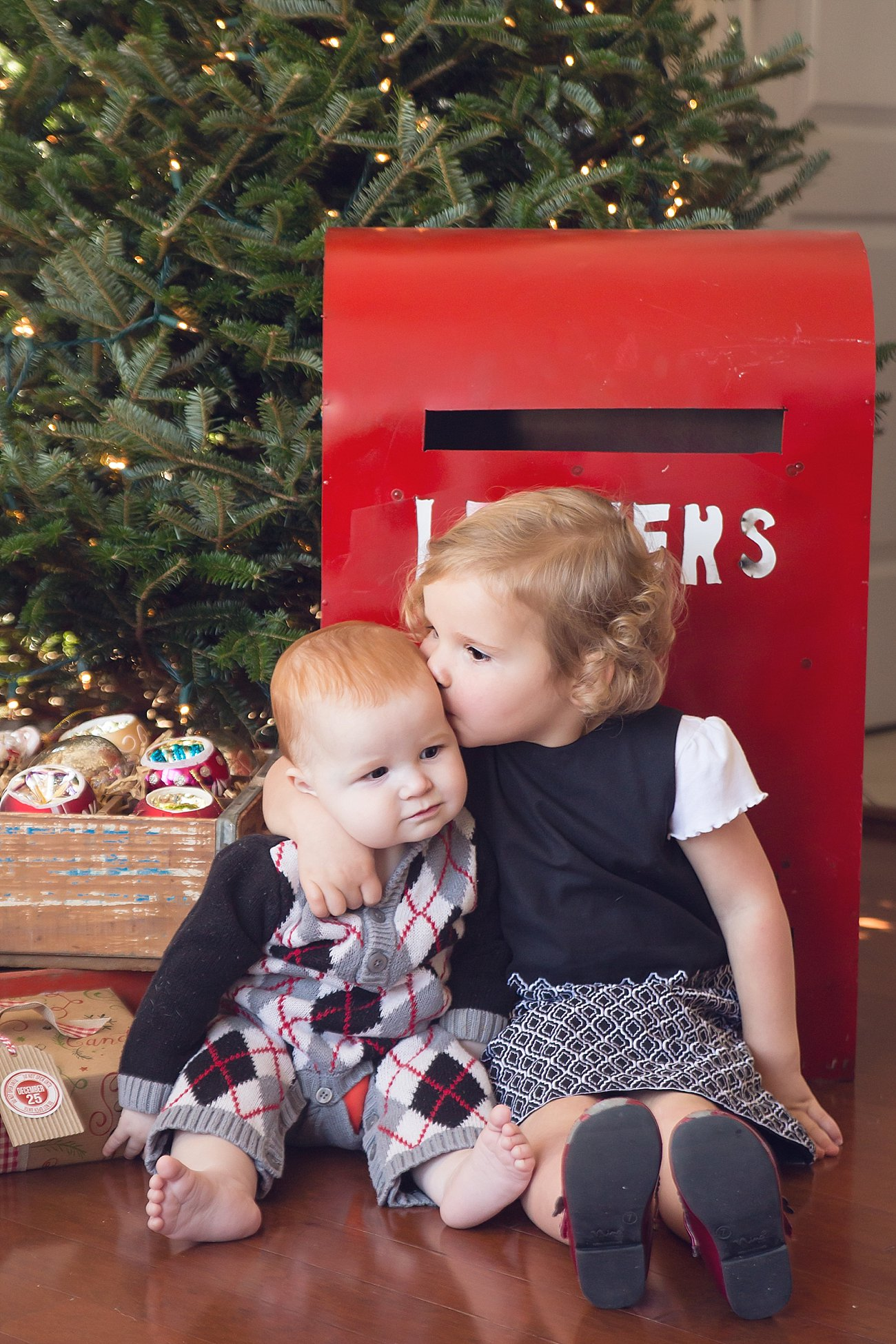 Lilly and Amos - Santa Mini Session with Rebecca Keller Photography - Raleigh, North Carolina - 2016 (5)