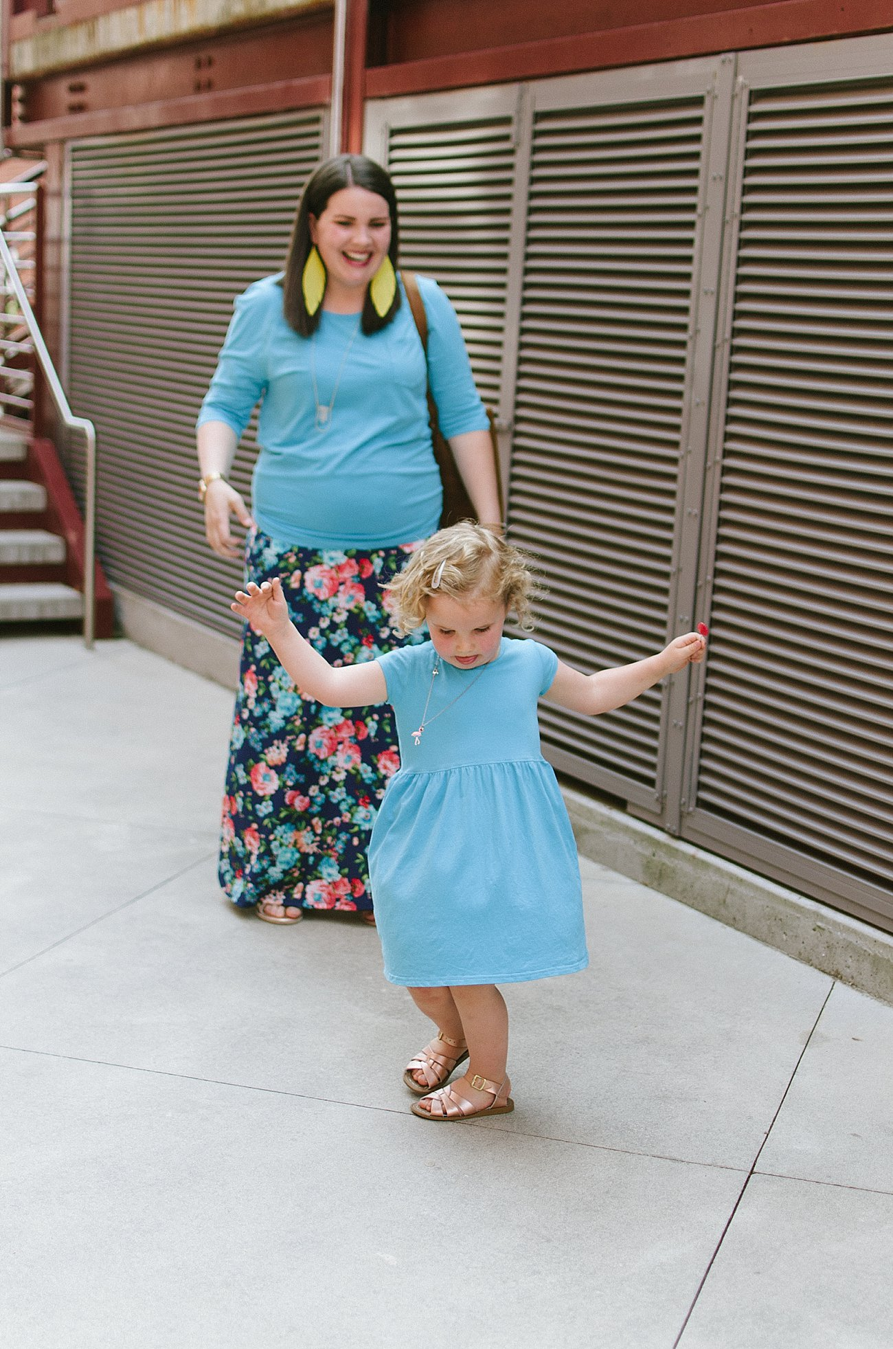 """Elegantees """"Maria"""" top, Agnes & Dora floral maxi skirt, Love41 simple tote, ethical fashion blogger, ethical style blogger - mommy and me style (15)"""