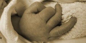 Was hilft gegen kalte Hände bei Babys?