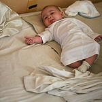 So ist ein Neugeborenes im Familienbett sicher