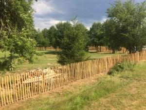 moderní dřevěný plot