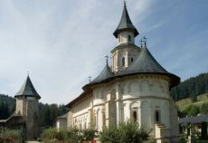 Credincioșii se pot caza la Mănăstirea Putna