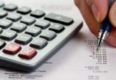 Persoanele impozabile din punct de vedere al taxei pe valoare adăugată, stabilite în România, care au efectuat importuri respectiv achiziţii intracomunitare de bunuri/servicii în alt stat membru al Uniunii Europene, în anul 2012,  potrivit art. 147^2 alin. (2) din Legea 571/2003 privind Codul Fiscal, cu modificările şi completările ulterioare,  au posibilitatea solicitării rambursării taxei pe valoarea adaugată achitată în acel stat, până la data de 30 septembrie 2013, aşa cum am prezentat şi în Calendarul obligaţiilor fiscale pe anul 2013 postat pe site-ul ANAF www.anaf.ro, secţiunea Asistenţă contribuabili.