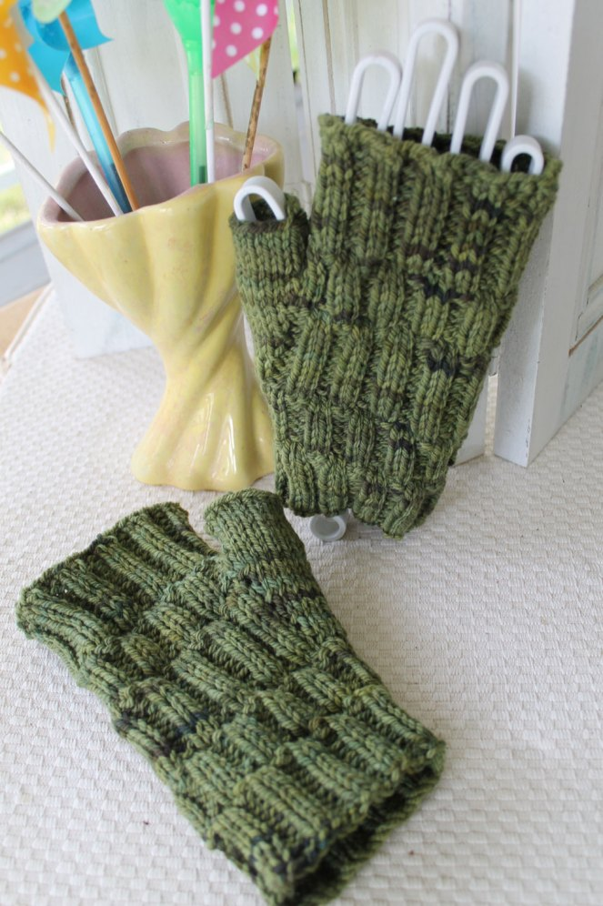 Cobblestone Lane Mitts