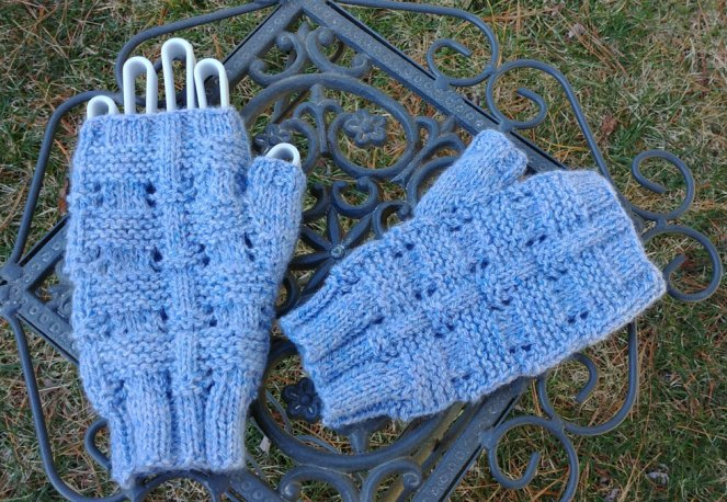 Island Crossing Mitts