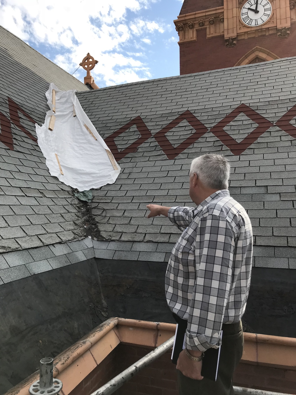 Inspecting_Roof_Damage
