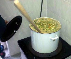 """Gemeinsames Zubereiten, Kochen und Verkauf der """"Erntedank-Suppe"""""""