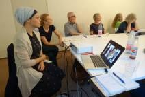 Mer inspirasjon til arbeid med skoler som målgruppe kom fra prosjektet Interreligious Peers. Det er en gruppe unge jøder, kristne, muslimer og bahaier som holder verksteder på skoler om tros- og livssynsmangfold og dialog utifra deres egne erfaringer.