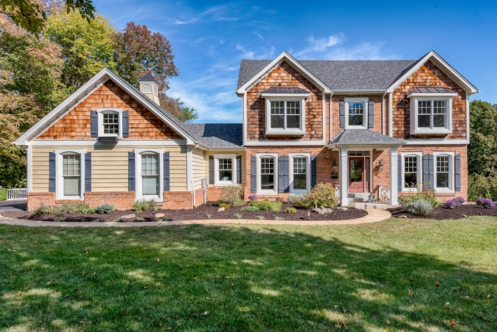 Photographs of a home on Wilson Manor Drive in Chesterfield, Missouri for Dielmann Sotheby's International Realty agent Ted Wight
