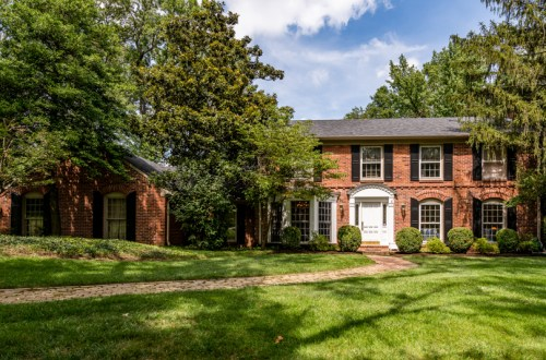 Gracious Colonial Home in Frontenac | 525 Oak Valley Drive