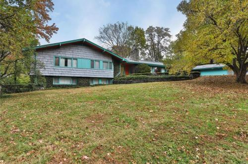 Mid Century Home Situated on over an Acre | 3 Algonquin Estates Road