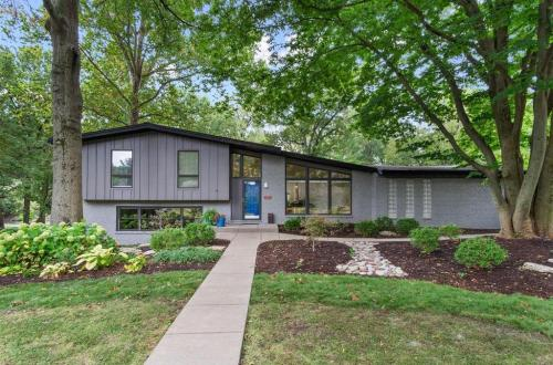 Gorgeous Updated Mid-Century Home | 333 Magna Carta Drive