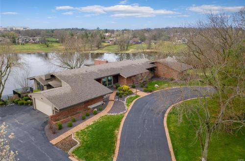 Sensational Mid-Century Lakefront Home | 11622 Ladue Road