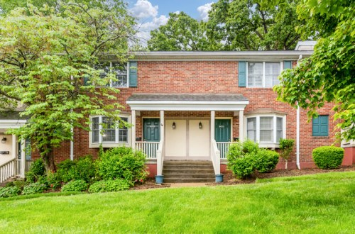 Renovated 3 Bedroom Condo in Popular Brentwood Forest | 9006 West Swan Circle