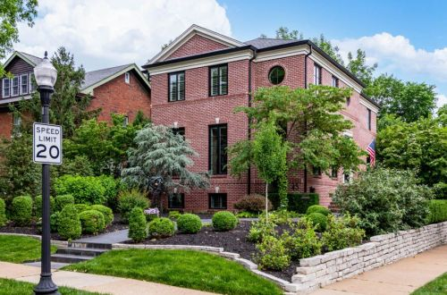 Gorgeous 11 year old Hennessey Built Home in Hillcrest | 45 Abederdeen