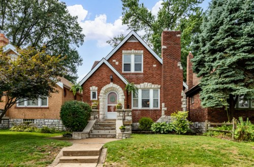Updated Gingerbread House in Southhampton | 5460 Delor Street