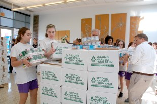 canned_food_drive_7304